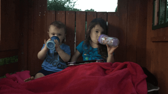 How to Transition From a Bottle to a Sippy Cup